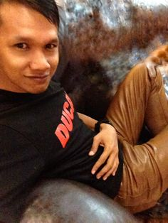 Leather Pants, Men's Fashion, My Favorite Things, Sweatshirts, Sweaters, Clothes, Color, Style, Kleding