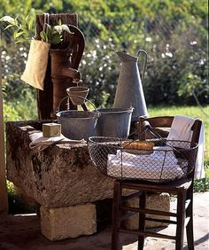 A la fontaine, broc en zinc et savon de Marseille
