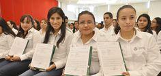 El mandatario estatal dio a conocer que cuatro mil 350 veracruzanos participaron en el proceso de evaluación de ingreso al Servicio Profesional Docente de Educación Básica y que el 42 por ciento de los aspirantes, es decir, mil 806, obtuvo el resultado idóneo.