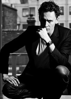 I would like to take the time to thank his parents for creating this smoldering ass piece of damn! :D THANK YOU MR. AND MRS. HIDDLESTON!