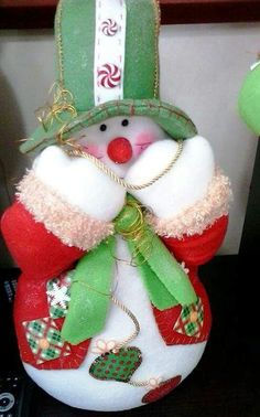 N Primitive Snowmen, Primitive Christmas, Christmas Snowman, Xmas, Christmas Ornaments, Felt Christmas Decorations, Christmas Centerpieces, Holiday Decor, Crafts To Make And Sell