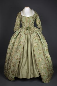 A brocaded silk robe in apple green with flower design 1780 (Springhill Costume Collection © National Trust / Andrew Patterson) 18th Century Dress, 18th Century Costume, 18th Century Clothing, 18th Century Fashion, Antique Clothing, Historical Clothing, Historical Costume, Vintage Gowns, Vintage Outfits