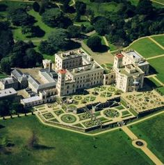 Osborne House on the Isle of Wight. Osborne House is a former royal residence in East Cowes, Isle of Wight, UK. The house was built between 1845 and 1851 for Queen Victoria and Prince Albert as a summer home and rural retreat. Prince Albert designed the house himself in the style of an Italian Renaissance palazzo. Queen Victoria died here.