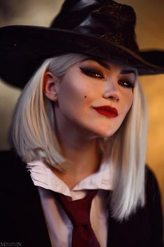 Ashe cosplay from Overwatch by Torie Cosplay: This is a word with which has it's root in costume pla Amazing Cosplay, Best Cosplay, Zatanna Cosplay, Anime Cosplay, Geronimo Stilton, Japanese Video Games, Disney Princess Fashion, Overwatch Wallpapers, Cute Couple Art