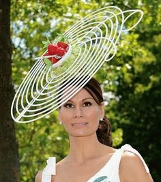 Creative and Weird Hats for Females. Abiti FirmatiCappelli ... a01280641a97