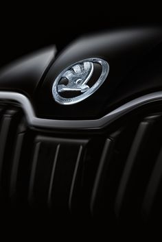 Crystal logos decorate the hood, the rear, the rims, and the steering wheel of the Superb Black to evoke the feeling of luxury on the outside and the inside of the sleek and modern car. #skodadesignblok #designblok #skodasuperb #blackcrystal #stardust #crystalvalley #innovation #preciosainnovationlab