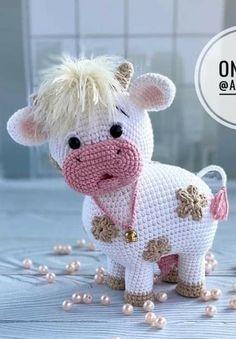 Crochet Cow, Crochet Animal Amigurumi, Crochet Teddy, Cute Crochet, Crochet Animals, Amigurumi Patterns, Crochet Crafts, Crochet Projects, Christmas Crochet Patterns