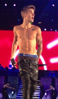 Justin Beiber Shirtless, Shirtless Men, Justin Bieber Pictures, I Love Justin Bieber, Sagging Pants, Believe Tour, Tight Leather Pants, Abs Boys, Hunks Men