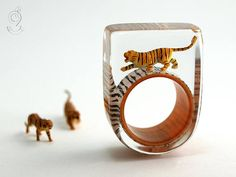 Jungle fever wild tiger ring with a black-brown mini-tiger