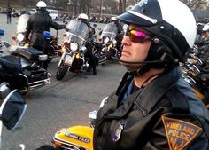 Sgt. Peter Dariggo paying to fallen NYPD officers. #THINBLUELINE #VPDSTRONG #NYPD