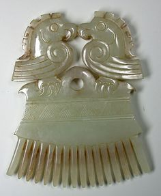 Two phoenixes face each other in this 19th Century Chinese jade comb. The Creative Museum.