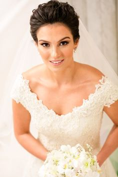 Vestido de Martu escolhido por Ana Carolina. O casamento de Ana Carolina e Pedro, publicado no Euamocasamento.com. As fotos são de Ricardo Gomes. #euamocasamento #NoivasRio #Casabemcomvocê