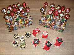Cake pops superhero, mini cupcakes Star Wars, petit fours metal + England + runes/ Cake pops superhelden, mini cupcakes Star Wars, petit fours metal + Engeland + runen