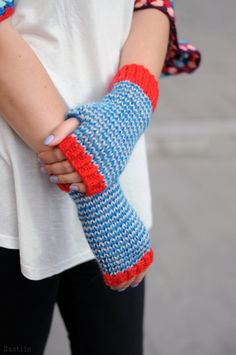 Hey, I found this really awesome Etsy listing at https://www.etsy.com/ru/listing/251451699/knit-fingerless-gloves-blue-and-red