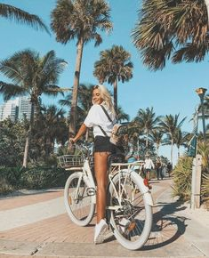 Pin by juliagagnon on outfits summer pictures, summer photos Photo Summer, Summer Pictures, Beach Pictures, Beach Instagram Pictures, Photos Bff, Shotting Photo, Photo Grid, Jolie Photo, Summer Aesthetic