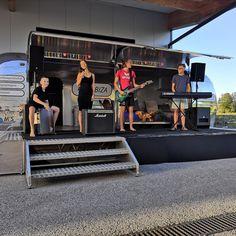 Mieten sie unsere Airstram Mobile Music Stage um ihren Produkten die größte Aufmerksamkeit zukommen zu lassen. #airstream #tomsvintagetrailers #event #konzert #vermietung #mieten Airstream, Stage, Theatre, Traveling, Music, Concert, Viajes, Musica, Musik