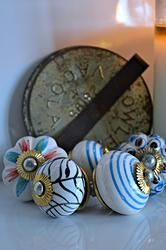 Shabby Vintage Look Ceramic Knobs Shabby Vintage, Vintage Looks, Ceramic Knobs, Soy Candles, Ceramics, House, Ceramica, Pottery, Home