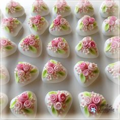 per una cresima Polymer Clay Flowers, Polymer Clay Jewelry, Diy Clay, Clay Crafts, Polymer Clay Embroidery, Bridal Shower Cupcakes, Polymer Clay Figures, Wedding Cake Decorations, Flower Cookies