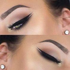 Ein schönes Beispiel Augen Make-up für die Hochzeit. This classic Hollywoodstyle looks elegant! We like it! Wichtig ist, dass Sie sich auch wohlfühlen in Ihrer Haut. Was haltet ihr von diesem Look? #makenziewilder #hairandbeauty #inspiration #postris #nude_art #zoeva #anastasiabeverlyhills #eyemakeup #eyeshadow #eyelashes