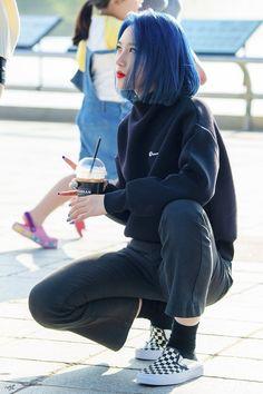 Dreamcatcher Siyeon - Dreamcatcher~My Queens - Kpop Girl Groups, Korean Girl Groups, Kpop Girls, Asian Woman, Asian Girl, Lee Si Yeon, Kim Min Ji, Extended Play, Blue Hair