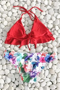 If you're a lover of red, you'll love our Cupshe Watch the Sunrise Halter Bikini Set. Product Code: CYY775 Details: With padding bra Tie at back Halter design F #swimwear#bikini#beach#style