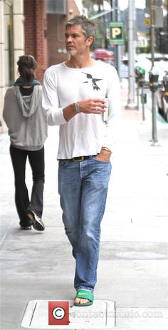 Grey haired Timothy Olyphant goes shopping in Beverly Hills