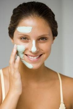 15 Simple Tricks to Get Clear Skin Overnight. Home Remedies For Clear Skin Overnight Beauty Care, Diy Beauty, Beauty Skin, Beauty Hacks, Homemade Skin Care, Diy Skin Care, Homemade Beauty, Homemade Scrub, Homemade Masks