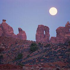 Full-moon hike through Utah canyons