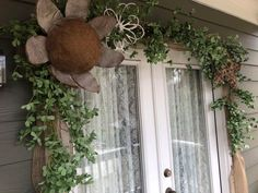 Ways To Decorate Your Front Door - The Shabby Tree Summer Porch Decor, Diy Porch, Fall Home Decor, Porch Ideas, Porch Garland, Greenery Garland, Autumn Decorating, Porch Decorating, Decorating Ideas