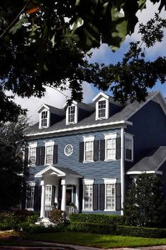 Possible house color- New England Colonial Blue Exterior, inspiration for front door portico on our teeny version of a blue colonial Colonial House Exteriors, Colonial Exterior, Colonial Style Homes, Exterior Paint Colors For House, Paint Colors For Home, Exterior Colors, New England Homes, New Homes, Pintura Exterior