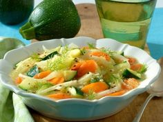 Tag 2: Gemüsesuppe mit EiZum Rezept »