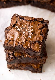 The Best Cocoa Fudge Brownies Skip the boxed brownie mix and make The BEST Cocoa Fudge Brownies instead! Thick, chewy, fudgy, and so easy! Brownies Caramel, Brownies Cacao, Cocoa Powder Brownies, Cheesecake Brownies, Chocolate Fudge Brownies, Dessert Bars, Bon Dessert, Brownie Recipes, Cookie Recipes