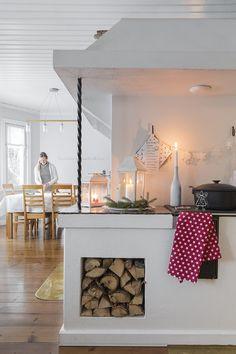 Perhe on hullaantunut jouluun - valmistelut alkavat jo syksyllä! Sweet Home, Cottage, Furniture, Scandinavian, Houses, Dreams, Home Decor, Christmas, Homes