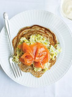 Buckwheat Pancakes with Smoked Salmon and Leek Best Breakfast, Breakfast Recipes, Mustard Cream Sauce, Bunny Bread, Ricardo Recipe, Buckwheat Pancakes, Brunch, Cold Meals, How To Cook Eggs