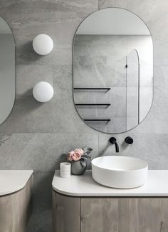 Everything you need to know about lighting your bathroom lighting Everything you need to know about lighting your bathroom - STYLE CURATOR Modern Bathroom Design, Contemporary Bathrooms, Bathroom Interior, Latest Bathroom Designs, Bathroom Lighting Design, Bathroom Trends, Bathroom Ideas, Grey Bathrooms, Beautiful Bathrooms