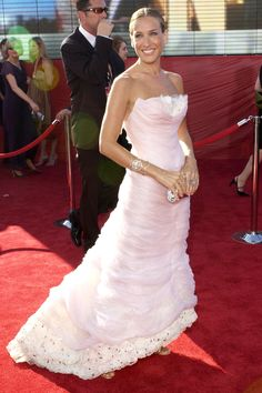 Sarah Jessica Parker in Chanel at 2003 Academy Awards. Like a cloud of pink!