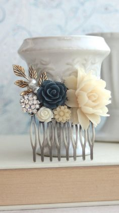 Gorgeous vintage inspired comb