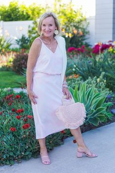 Dressy Casual Outfits, Casual Chic, Fashion Over Fifty, Pink Denim Jacket, Cami Set, Special Occasion Outfits, Photos Of Women, White Tees, Fashion Photo