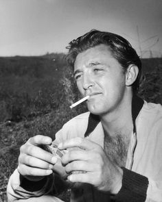 Robert Mitchum (1917–1997)