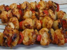 Kuřecí špízy v troubě Slovak Recipes, Meat Recipes, Chicken Recipes, Cooking Recipes, Middle Eastern Recipes, Food 52, Family Meals, Poultry, Cauliflower