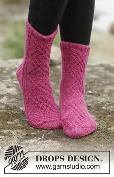 Socks & Slippers - Free knitting patterns and crochet patterns by DROPS Design Diy Crochet And Knitting, Crochet Socks, Knitting Socks, Knitting Patterns Free, Free Knitting, Free Pattern, Crochet Patterns, Drops Design, Crochet Design