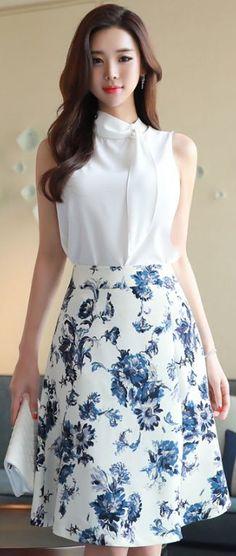 StyleOnme_Floral Print A-Line Skirt blue elegant floral aline skirt koreanfashion kstyle kfashion seoul dailylook Skirt Outfits, Dress Skirt, Dress Up, Modest Fashion, Fashion Dresses, Casual Dresses, Summer Dresses, Outfit Trends, Mode Style