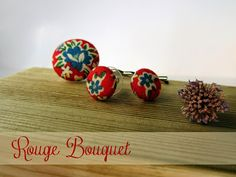 Rouge Bouquet set. Earrings and bobby pin, handmade by Pili B♥ | Conjunto Bouquets Rouge. Pendientes y horquilla, hecho a mano por Pili B♥