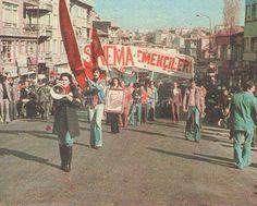 Türkiye Sinema Emekçileri, 'Sansürü Protesto Yürüyüşü'. En önde elinde megafon Fatma Girik. 05.11.1977