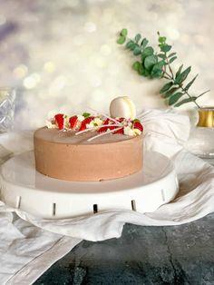 Eper sós csokoládé mousse Mousse, Camembert Cheese, Panna Cotta, Ethnic Recipes, Food, Dulce De Leche, Essen, Meals, Yemek