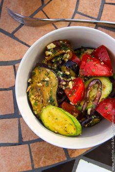 Вкусный, быстрый и несложный рецепт салата из овощей гриль, который одинаково легко приготовить и дома на кухне, и на дачном мангале, и на природе у костра.