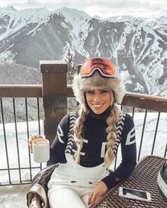 Ski fashion and ski outfit ideas for stylish women - - Apres ski with Kaelie Ward ⭐ shop the collection online now - Apres Ski Mode, Apres Ski Outfits, Apres Ski Fashion, Ski Bunnies, Snowboarding Outfit, Snow Outfit, Vetement Fashion, Beachwear Fashion, Winter Stil
