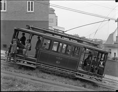 Side View of Funicular Car 216 on Fillmore Hill with Passengers | August 7, 1914