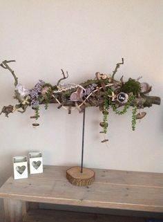 Herfststuk op standaard, met decoratietak om zelf te maken. Standaard en decoratietak verkrijgbaar op webshop www.decoratietakken.nl