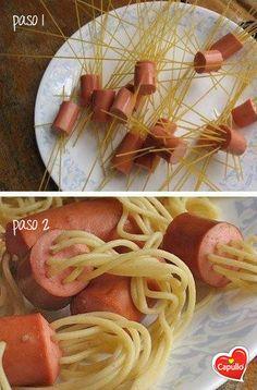 ¡Una forma súper divertida para hacer el spaguetti!    Sólo colocas la pasta seca en trocitos de salchicha y la hierves en agua con un poquito de Aceite Capullo® para que no se pegue. Escurres la pasta y agregas mantequilla para que le dé saborcito.    Pueden agregarle salsa de tomate.    ¡Deja que tus hijos te ayuden a cocinar y se diviertan!